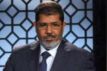 Morsi verstevigt zijn macht ten koste van seculieren