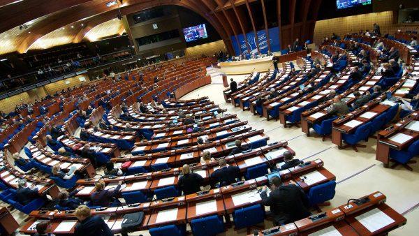 Raad van Europa roept PA op te stoppen met het steunen van terroristen in Israelische gevangenissen