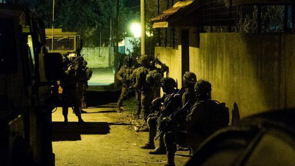 Israelische soldaten op zoek naar terreurverdachten. Bron: IDF